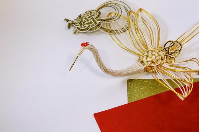立体的に作られた水引の鶴